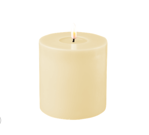Creme LED-Stumpenkerze 10cm x 10cm von Deluxe Homeart